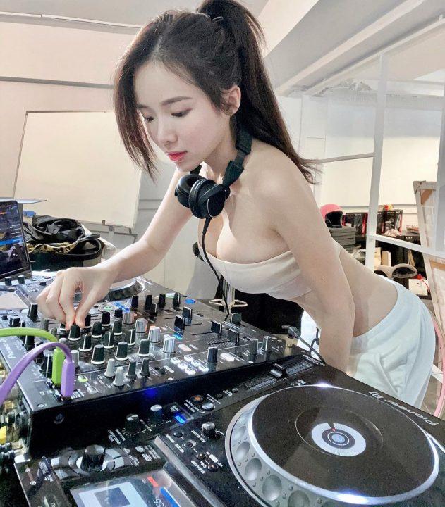 【Ins美女】DJ AMBER NA一张一张精选下载